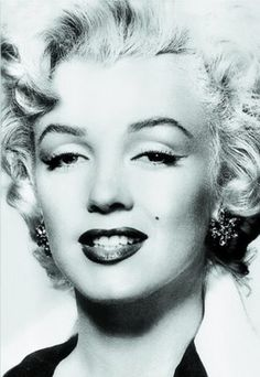 Marilyn Monroe, Source for Warhol's 'Marilyn' Series, c. Collection of The Andy Warhol Museum, Pittsburgh. Image provided by The Andy Warhol Museum, Pittsburgh. Marilyn Monroe Books, Marilyn Monroe Portrait, Marilyn Monroe Poster, Marilyn Monroe Photos, 1950s Hair And Makeup, 1950s Makeup, Hair Makeup, Jane Russell, 1950s Hairstyles