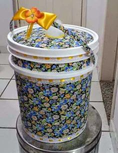 Brazilian Artist Uses The Used Tires That People Throw In The Streets To Create Beds For Animals Reuse Plastic Bottles, Plastic Bottle Crafts, Tin Can Crafts, Diy Home Crafts, Bored Jar, Used Tires, Bottle Cap Art, Decoupage, Crafty