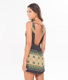 http://farmrio.com.br/br/produto/vestido-paladira-triangulo/_/A-240344_3362.ptbr.farmrio