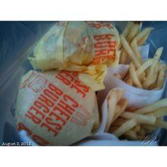 うちのスタッフへ差し入れ snack for my staff #mcdonalds #cheese #burger #merienda #food #philippines #フィリピン #マクドナルド #おやつ