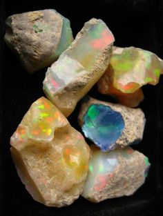 ISWAS+WILLBE There is something so amazing about opal. Who wants to go opal mining with me? Love Rocks, Beautiful Rocks, Rocks And Gems, Minerals And Gemstones, Rocks And Minerals, Raw Gemstones, Raw Opal, Opal Gemstone, Rough Opal
