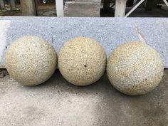 Granitkugeln. Granite balls.