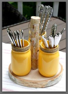 mason jar crafts Learn how to create a mason jar utensil holder for your next outdoor gathering. Pick up these simple supplies from your local craft store to get started. Mason Jar Projects, Mason Jar Crafts, Mason Jar Diy, Diy Projects, Mason Jar Storage, Pot Mason, Rustic Mason Jars, Floating Shelves Diy, Utensil Holder