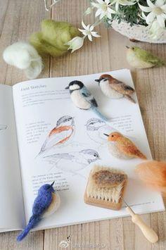 看见这组#羊毛毡小鸟#作品,就想起小学语文课本上的那首诗:远看山有色,近看水无声。春去花还在,人来鸟不惊。有多少人学过呀?