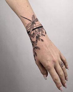 Beautiful band tattoo with leaves and dragonfly Arm Band Tattoo For Women, Wrist Band Tattoo, Cuff Tattoo, Cool Wrist Tattoos, Medusa Tattoo, Armband Tattoo, Sleeve Tattoos For Women, Piercing Tattoo, Forearm Tattoos