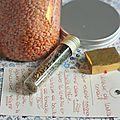 Cadeaux gourmands : kit pour soupe de lentilles corail - Chez Requia, cuisine et confidences ... Kit, Barware, Gourmet Gifts, Kitchens, Canning Jars, Homemade, Wednesday, Atelier, Bar Accessories