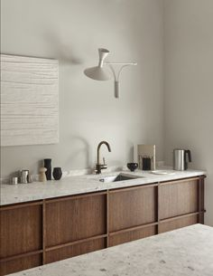 A minimal kitchen in oak and terrazzo