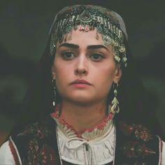 Turkish Beauty, Turkish Fashion, Learn Turkish Language, Esra Bilgic, Casting Pics, Best Dramas, Movie Couples, Renaissance Dresses, Cute Baby Pictures