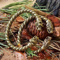 Massive VIKING Bronze WOLF BRACELET. Vikings Jewelry. door RuyaN