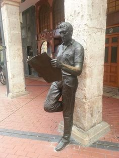 Statue of a man reading in Burgos (Spain)
