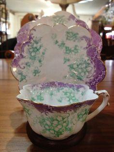 ANTIQUE THE FOLEY CHINA TEA CUP TRIO SET PRE SHELLEY ENGLAND ENGLISH LAVENDER