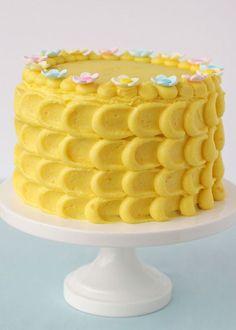 Pretty Spring Cake {Vanilla Cake with Lemon Filling} – Glorious Treats Pretty Spring Cake {Vanilla Cake with Lemon Filling} – Glorious Treats Köstliche Desserts, Delicious Desserts, Lemon Birthday Cakes, Petal Cake, Spring Cake, Lemon Filling, Sweet Tarts, Cake Decorating Tips, Pretty Cakes