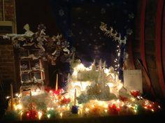 Nella magica atmosfera di una antica cantina. Paesaggio e creazioni natalizie in plastica riciclata. Bellissimo!