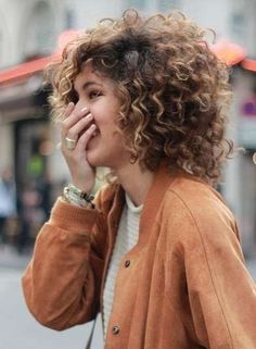 A round banana clip for thick curly hair that isn't shaped like a banana. No hair damage. PuffCuff is the perfect tool for natural curly hair. Cool Haircuts For Girls, Haircuts For Curly Hair, Curly Hair Cuts, Girl Haircuts, Curly Hair Styles, Natural Hair Styles, Short Haircuts, Frizzy Hair, Haircut Short