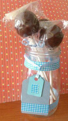 Cake pops de chocolate.