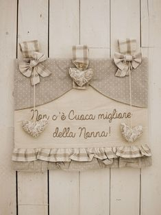 """Angelica Home & Country oven cover """"There is no cook .- Angelica Home & Country copriforno """" Non c& cuoca migliore della Nonna… Angelica Home & Country oven cover """"There is no better cook than Grandma"""" Teal Kitchen Curtains, Mason Jar Crafts, Fun Cooking, Burlap Wreath, Couture, Needlework, Sewing Projects, Interior Decorating, Place Card Holders"""