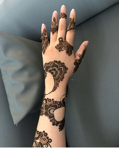 New and Trendy Bridal Mehndi designs Very Simple Mehndi Designs, Henna Tattoo Designs Simple, Khafif Mehndi Design, Floral Henna Designs, Back Hand Mehndi Designs, Henna Designs Feet, Mehndi Designs For Beginners, Stylish Mehndi Designs, Dulhan Mehndi Designs