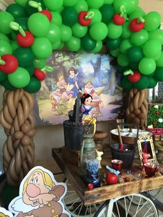 Snow White and the Seven Dwarfs (Disney Princess) sweet table balloon tree http://dreamarkevents.com/