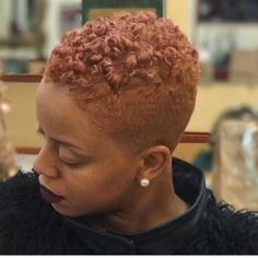 Beautiful style and color 😍😍😍! Short Shaved Hairstyles, Short Fade Haircut, Twa Hairstyles, Cute Hairstyles For Short Hair, Haircuts, Natural Hair Short Cuts, Short Sassy Hair, Short Hair Cuts, Natural Hair Styles