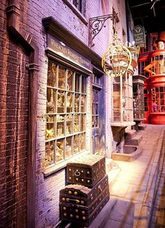 Shops of Diagon Alley - have to have to HAVE TO go!!!! :D