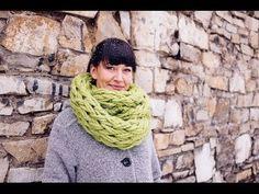 Un idea creativa per Natale. Questa ragazza vi mostra come creare una sciarpa con lana le sole Mani (niente ferri!)