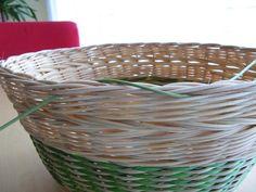 21) Obtáčená zavírka - Pedig a košíky Laundry Basket, Wicker Baskets, Home Decor, Bushel Baskets, Interior Design, Home Interior Design, Laundry Bin, Home Decoration, Decoration Home