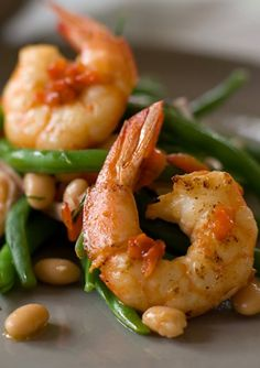 warm salad of prawns, grilled capsicums and beans