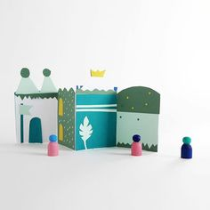 Simple paper castle to decorate. I've made this one to play with my kids. Old craft are always the best #lamaisondeloulou #marrylor #craft #kidscrafts #kidscrafts101 #papercut #handdesign #handmade #oldcraftfromme