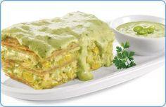 Pastel azteca en salsa de chile poblano,
