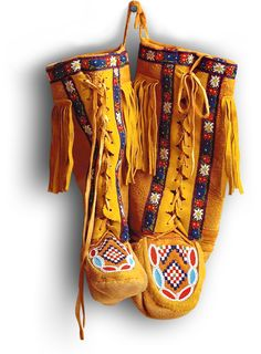 Manitobah: Storyboot Project aims to help revive the traditional arts by creating business-building partnerships with elders and artisans who fashion mukluks and moccasins the traditional way. A profit share ensures the art is able to be kept alive. Native American Moccasins, Native American Clothing, Native American Indians, Native Americans, Native Indian, Native Art, Mellow Yellow, Me Too Shoes, Nativity