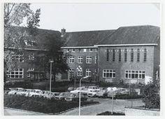 Achterzijde van het voormalige klooster van de zusters van J.M.J. in de Doelstraat. Later werd dit het laatste gemeentehuis van de gemeente Zevenbergen