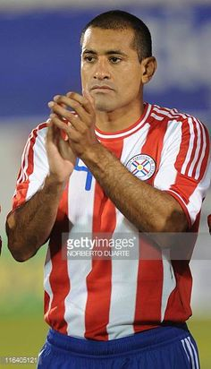 Paraguay's national football team player Paulo Da Silva before their friendly match against Rumania in Asuncion on June 11 2011 AFP PHOTO/Norberto...