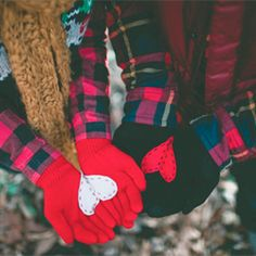 Bring two heart halves together for a handful of love with these DIY heart gloves. FREE template! #craftgawker
