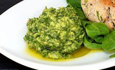 Pesto aus Avocado und Feldsalat  Ein frisch-würziges Pesto aus cremiger Avocado und mineralstoffreichem Feldsalat. (Zentrum der Gesundheit) © ZDG #avocado #ernährung #rezept #gesundheit #feldsalat #pesto #vegan