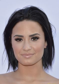 Demi lovato & shawn mendes step out for we day 2015 with nina dobrev! Demi Lovato, Haircut For Square Face, Trending Haircuts, Nina Dobrev, Messy Hairstyles, Shawn Mendes, My Hair, Toronto, Beauty Hacks