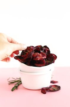 Easy Baked Rosemary Beet Chips! Fast, healthy and SO simple! #vegan #glutenfree