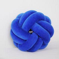 Подушка узел и постер @room_balalaika Knot cushion #knot #knotcushion #подушкаузел #кнот