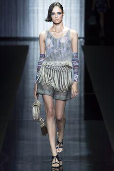 Giorgio Armani Spring 2017 Ready-to-Wear Fashion Show - Dasha Khlynova