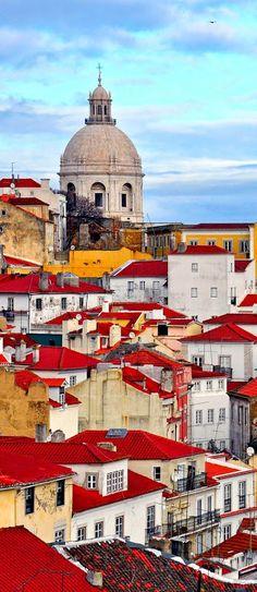 Lisboa, Portugal e a perfeita combinação das cores quentes deste país à beira mar plantado.