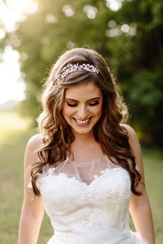 Stunning bride in the Honeysuckle Headband from BHLDN / Photography by Almond Leaf Studios #BHLDNbride