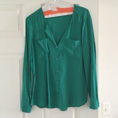Green button down blouse Green button down blouse from Old Navy. Sleeves roll up and button on the side. Size small. Smoke free home. Old Navy Tops Button Down Shirts