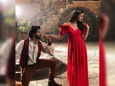 Sharing pictures from the sets of the shoot, Varun threw quite a surprise at us - Say What! Varun Dhawan and Alia Bhatt come together yet again for Dharma Productions' venture Bollywood Couples, Bollywood Stars, Bollywood Celebrities, Bollywood Fashion, Bollywood Actress, Bollywood Girls, Indian Celebrities, Celebrity Couples, Celebrity Style