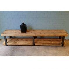 In de serie Timber past ook dit Tv-meubel prachtig. Gemaakt van robuust oude plafondbalken met een stoer stalen frame.