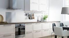 Cuisine avec faces de tiroirs et portes GRYTNÄS blanc cassé
