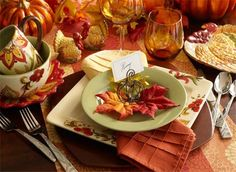 Warm and cozy table leaves