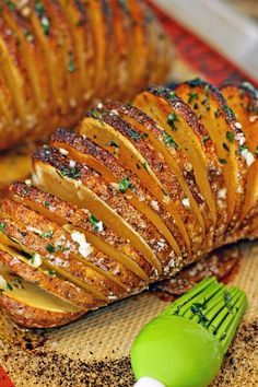 This seasoned Hasselback potato turns out crispy on the outside and tender on the inside everytime! Great kitchen hack, almost like thick potato chips Potato Dishes, Food Dishes, Russet Potato Recipes, Baked Potato Recipes, Potato Fan Recipe, Fancy Potatoes Recipe, Potatoes On The Grill, Recipes With Potatoes, Vegetable Side Dishes