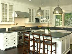 katiedid: Architect Lewin Wertheimer and Designer Victoria Hagan Dream kitchen! New Kitchen, Kitchen Decor, Kitchen White, Kitchen Layout, Kitchen Ideas, Glass Kitchen Cabinets, White Cabinets, Kitchen Windows, Wood Cabinets