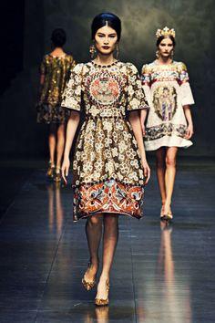 fashion week nyc 2014 dolce and gabbana Moda Fashion, Runway Fashion, High Fashion, Fashion Beauty, Fashion Show, Womens Fashion, Fashion Design, Dolce And Gabbana Makeup, Michael Cinco