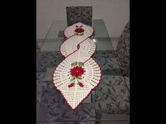 Why can't America publish gorgeous designs like this one?Resolvendo os squares que eu ja tenho.This Pin was discovered by Hem Pattern by Essie VarisImage gallery – Page 564638872018152133 – Artofit Crochet Kitchen, Crochet Home, Crochet Crafts, Yarn Crafts, Crochet Projects, Diy And Crafts, Thread Crochet, Filet Crochet, Knit Crochet