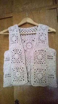 This Pin was discovered by Ayş Diy Crochet Sweater, Crochet Vest Pattern, Crochet Cardigan, Crochet Shawl, Crochet Patterns, Booties Crochet, Crochet Baby Hats, Crochet Granny, Crochet Clothes